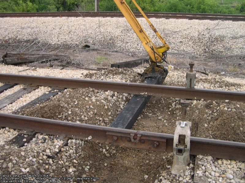 Tie insertion on station track 2