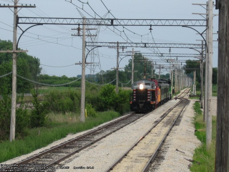 CB&Q 9255 rolls westbound through Johnson siding