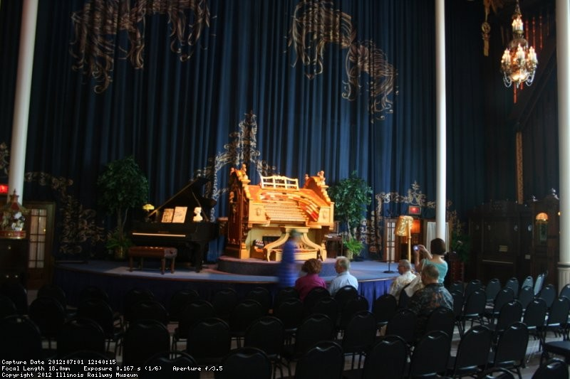 The grand organ awaits the performance