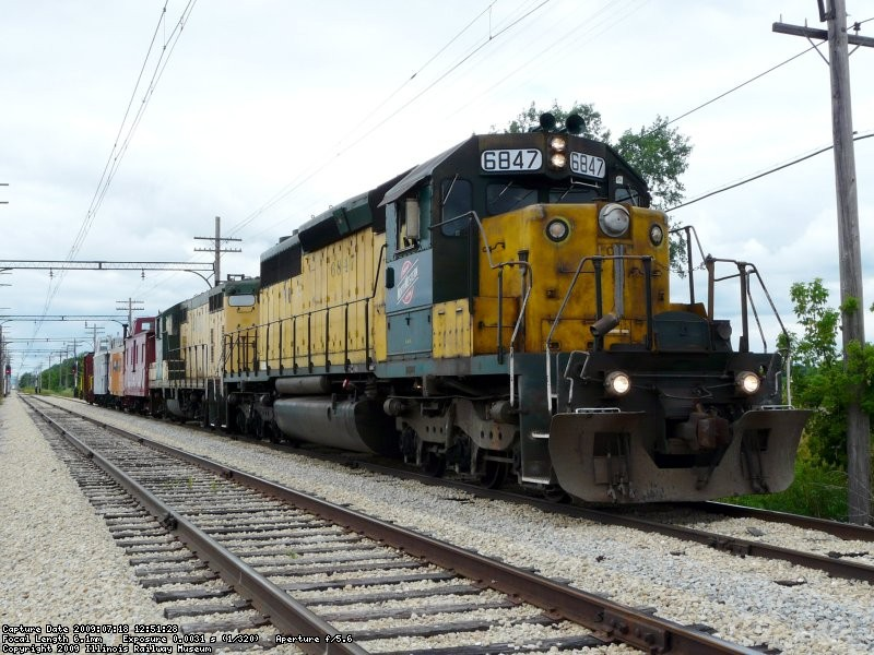 CNW 6847 and 4160 sit on Johnson Siding on 7/18/09