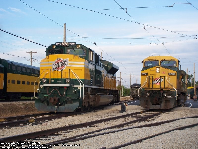 C&NW sun set line up 018.jpg
