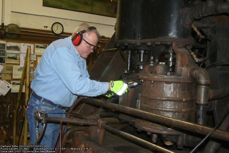 Vince prepares the air pump