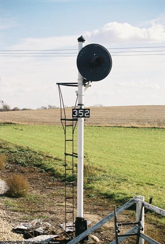 Signal 352, at Seeman Road Platform. US&S H-5, C&IM RR
