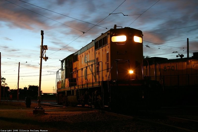 CNW 4160 idling in the evening on the west wye