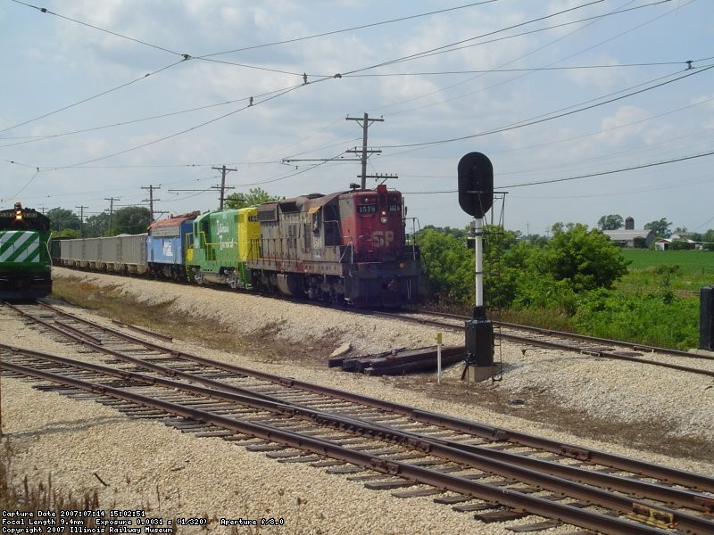 SP1518,IT1605,METX308 w/freight train 07-14-07