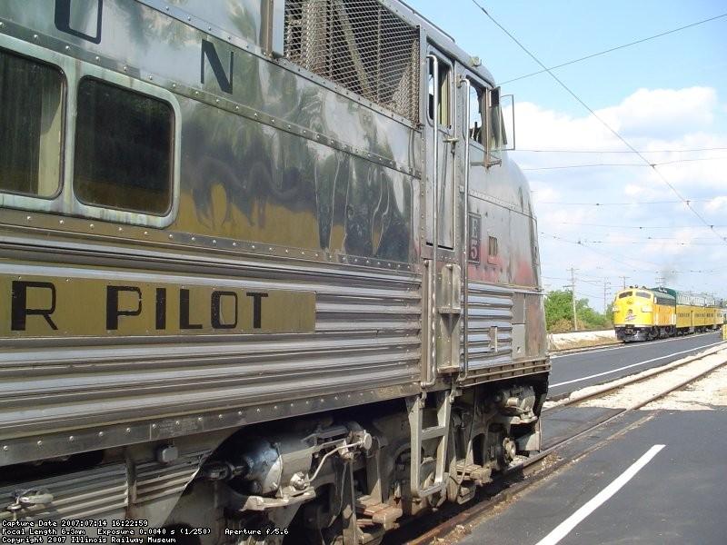 CNW 411 & Bi-Levels and CBQ 9911 w/coach train 07-14-07