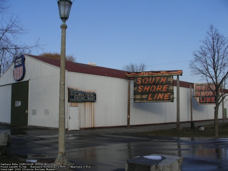 Other neon signs awaiting restoration across from the signal display (11/2005).
