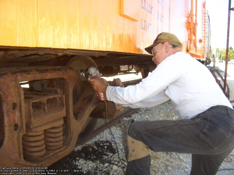 "08.02.09 - VICTOR HUMPHREYS IS WIRE WHEELING THE ""BR"" TRUCK AFTER NEEDLE CHIPPING TO PREPARE THE TRUCK FOR PRIMER."