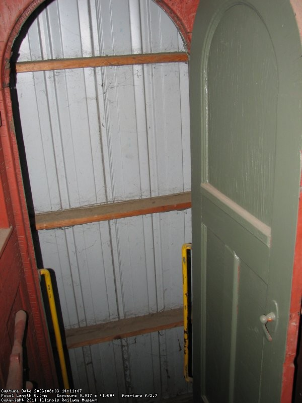 B&M 1094 vestibule detail mar 2006 pic 1