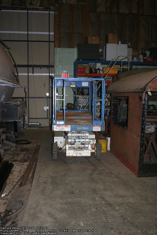 Scissor lift for air system installation