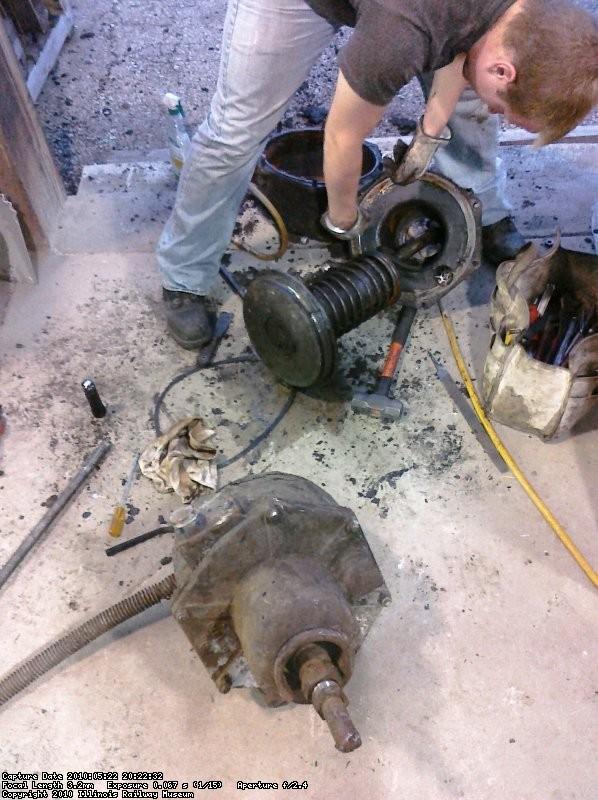 More disassembley of the broken brake cylinder.