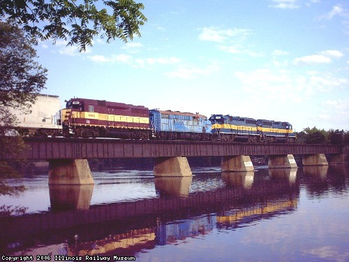 ICE 922 with 4204 & 4201 on the Rock River bridge north of Beloit with a former Metra F7 and former WC GP30. Photo by Andy Smith.