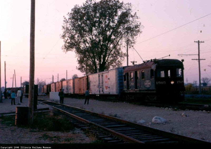 1565 wuth a train of reefers