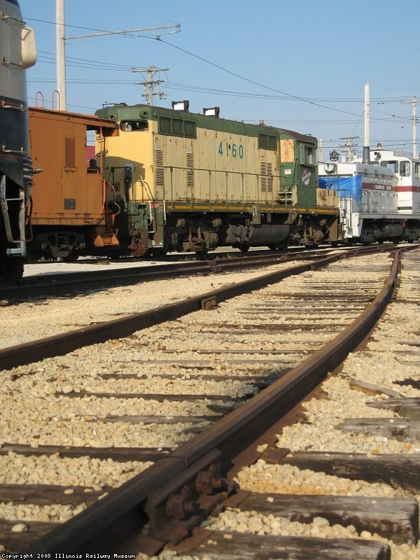 CNW 4160 (Gp7) gets moved around during switching