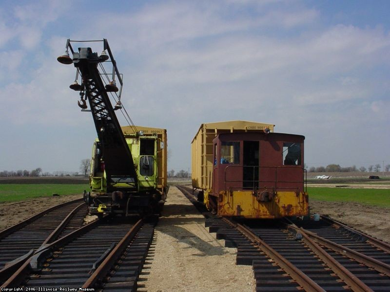 2 Crews Dumping ballast in Yard 14  April 2005