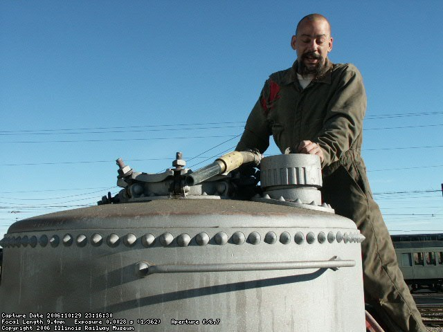 10.29.06 - THE BLASTER HAS COMPLETED BLASTING THE EXPANSION DOME AND IS GETTING READY TO GET OFF OF THE CAR.