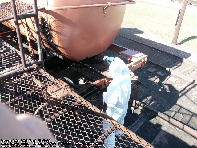 11.09.06 - THE FINSIH COAT OF CARBOLINE URETHANE COATING IS BEING APLLIED TO THE UNDERFRAME.