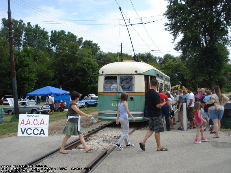 CTA 4391 loads passengers at Electric Park