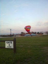 Nearly 6PM at the balloon deflates - Photo by Pauline Trabert
