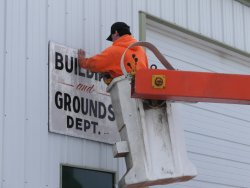 Taking down the old B&G Dept sign (03/12/2005).