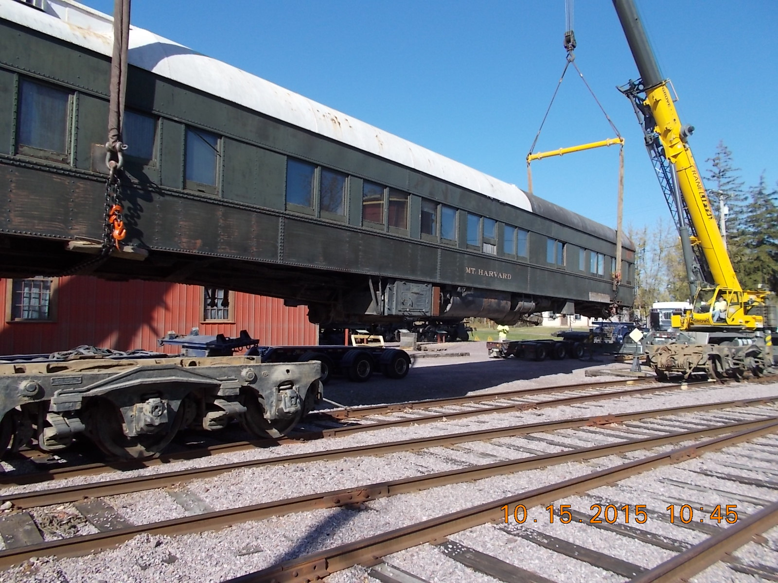 Swinging the car body over to place on the thirteen axle road truck
